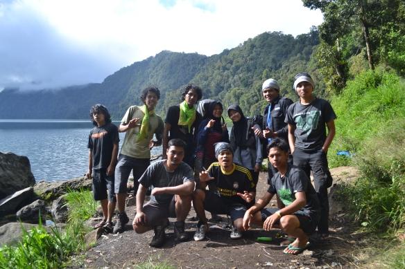 Kebersamaan di Danau Gunung Tujuh