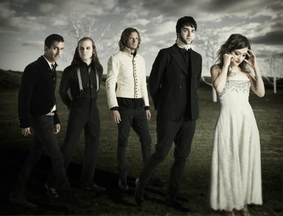 Gambar : flyleafmusic.com