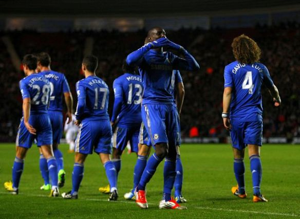 Demba Ba, solusi lini depan Chelsea. (Gambar: chelseafc.com)