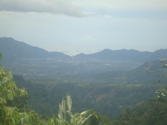 View Kota Padang dari sebuah bukit sebelum Patamuan